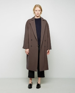 Moderne Writer Overcoat by La Garçonne in The Second Best Exotic Marigold Hotel