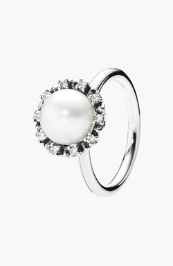 'Everlasting Grace' Pearl Cocktail Ring by Pandora in Side Effects