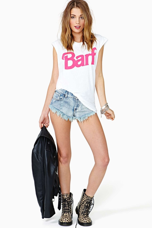 Barf Muscle T-Shirt by Nasty Gal in Pretty Little Liars - Season 6 Episode 2