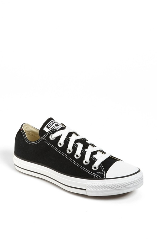 Chuck Taylor Low Sneakers by Converse in Arrow - Season 4 Episode 4