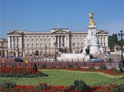 London, United Kingdom by Buckingham Palace in Guilt