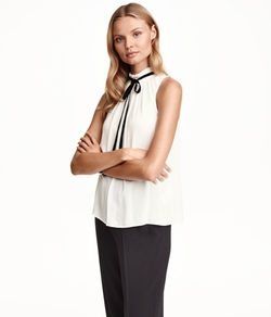 Sleeveless Tie Blouse by H&M in Master of None