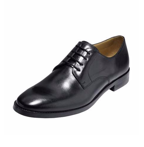 Cambridge Plain-Toe Oxford Shoes by Cole Haan in Modern Family