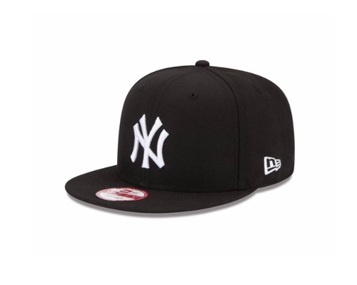 New York Yankees Mlb Snapback Cap by New Era in Modern Family