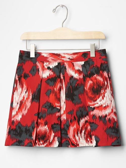 Rose Pleated Skirt by Gap in Modern Family - Season 7 Episode 9
