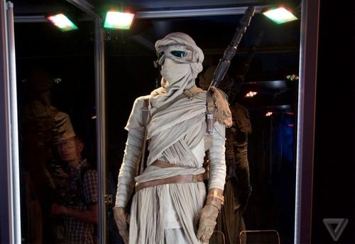 Custom Made Leather Gloves (Rey) by Michael Kaplan (Costume Designer) in Star Wars: The Force Awakens