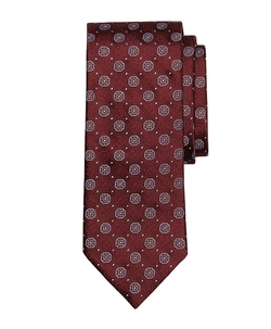 Shadow Medallion Tie by Brooks Brothers in Black Mass