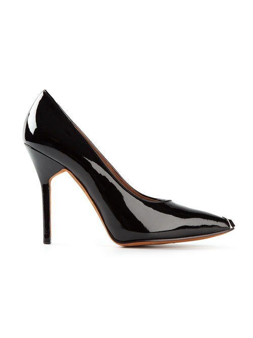 Viola Pumps by Givenchy in A Good Day to Die Hard
