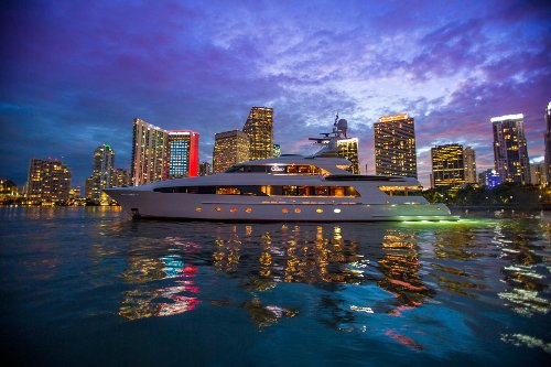 Usher Yacht by Delta Marine in Entourage