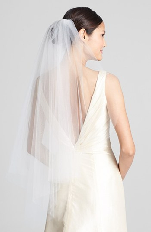 'Ellen' Veil by Wedding Belles New York in The Big Bang Theory - Season 9 Episode 1