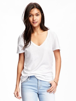 Relaxed V Neck T-Shirt by Old Navy in The Bachelorette