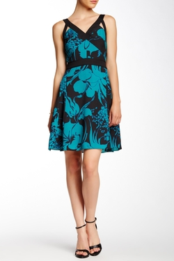 Sleeveless V-Neck Print Dress by Adrianna Papell in The Good Wife