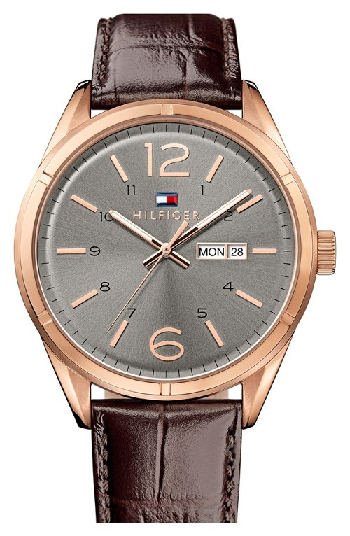 Embossed Leather Strap Watch by Tommy Hilfiger in Sex and the City 2