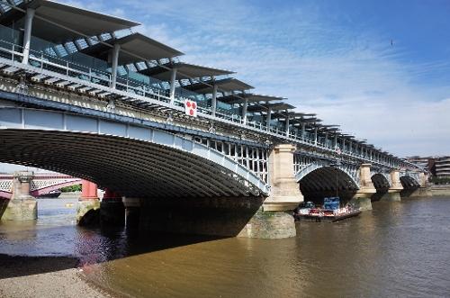 Blackfriars Bridge London, England in Thor: The Dark World