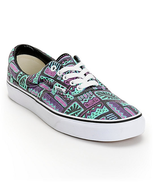 Era Van Doren Maui Shoes by Vans in The Big Bang Theory - Season 9 Episode 5