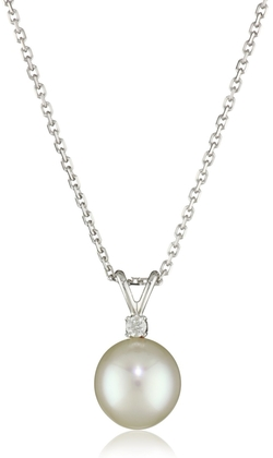 9X10mm White South Sea Pearl 14 Karat White Gold Pendant Necklace by TARA Pearls in The Wolf of Wall Street