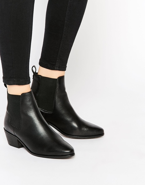 Pointed Chelsea Boots by Dune Peetra in Jessica Jones - Season 1 Episode 4