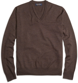 Saxxon Wool V-Neck Sweater by Brooks Brothers in Jurassic World