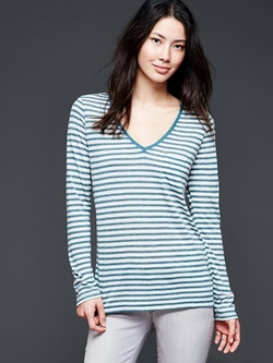 Long-Sleeve Stripe V-Neck Pocket Tee by Gap in Supergirl
