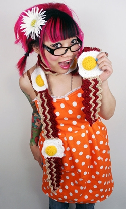 Bacon and Egg Scarf by Twinkie Chan in Fuller House