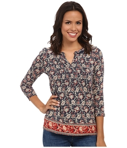 Border Print Top by Lucky Brand in Modern Family