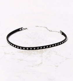 Studded Choker Necklace by Urban Outfitters in Pretty Little Liars