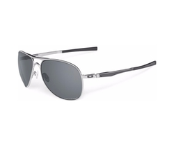 Plaintiff Polarized Sunglasses by Oakley in House of Cards