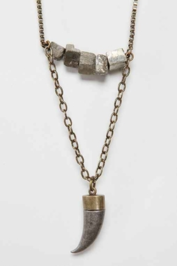 Crosstown Necklace by Urban Outfitters in Pretty Little Liars