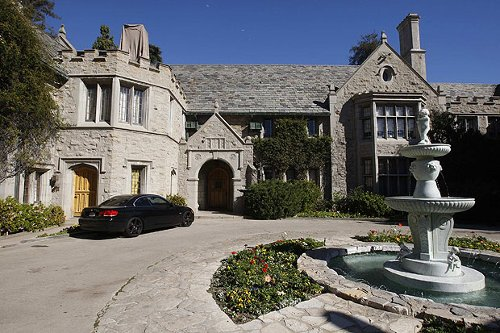 Playboy Mansion Los Angeles, California in The Gambler