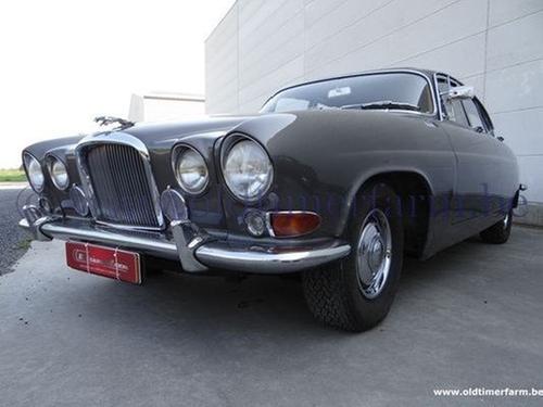 1963 Mark X Car by Jaguar in Begin Again