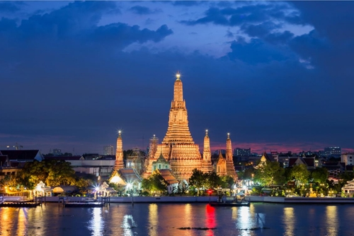 Wat Arun Temple Bangkok, Thailand in Mechanic: Resurrection
