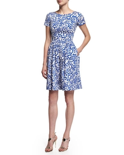 Short-Sleeve Printed Dress by Oscar De La Renta in The Good Wife