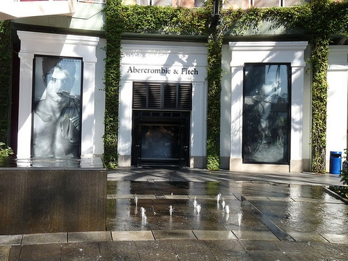 Abercrombie & Fitch Universal City, California in Neighbors