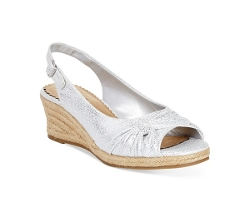 Platform Wedge Sandals by Bella Vita in The Longest Ride