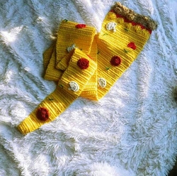 Kimmy Supreme Pizza Scarf by HookedUpCrochet in Fuller House