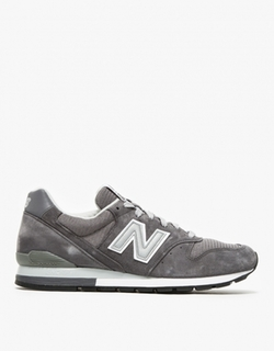 Classic Low Top Sneakers by New Balance in Ballers