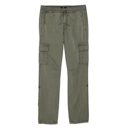 Weekend Cargo Pants by 7 For All Mankind in The Big Bang Theory - Season 9 Episode 13