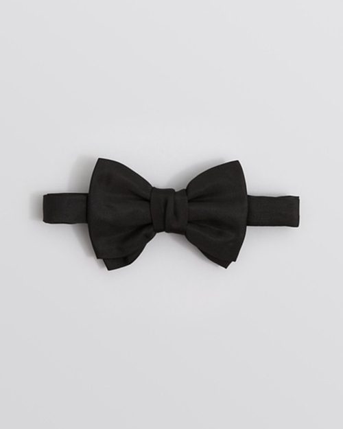 Paris Satin Bowtie by Yves Saint Laurent in Arrow - Season 4 Episode 9