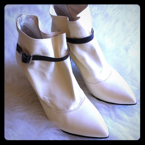 White Ankle Boots by Sigerson Morrison in Sex and the City