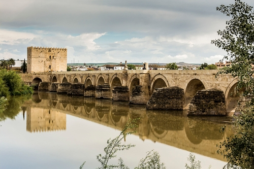 Roman Bridge of Córdoba (Depicted as Volantis) Córdoba, Spain in Game of Thrones - Season 6 Episode 7 - The Broken Man
