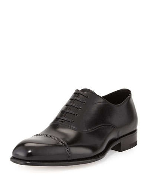 Charles Cap-Toe Oxford Shoes by Tom Ford in Suits - Season 5 Episode 7