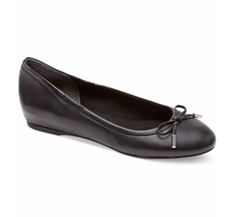 Total Motion Round-Toe Ballet Flats by Rockport in Guilt
