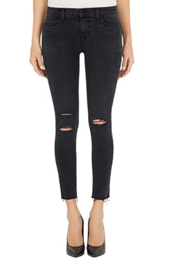 8226 Photo Ready Cropped Skinny Jeans by J Brand in Keeping Up With The Kardashians