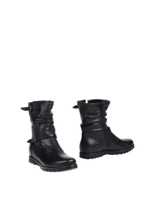 Ankle Boots by Emanuela Passeri in Love the Coopers