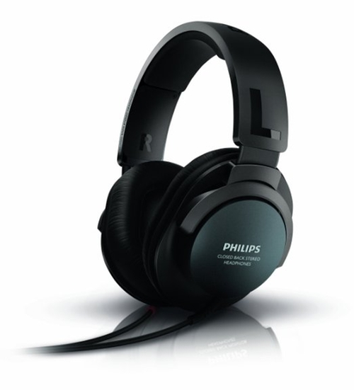 Over Ear Headphones by Philips in Jessica Jones - Season 1 Episode 11