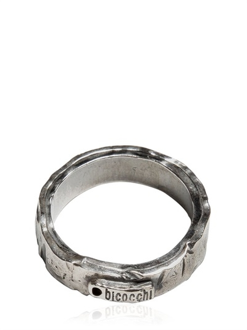 Flat Silver Ring by Emanuele Bicocchi in American Horror Story - Season 5 Episode 1