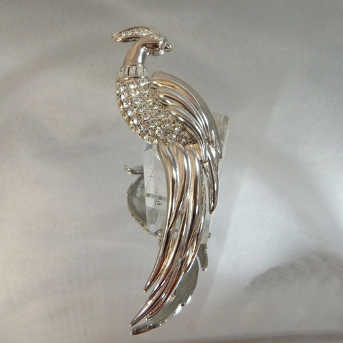 Vintage Bird Brooch by Waalaa Vintage Jewelry in The Good Wife - Season 7 Episode 8