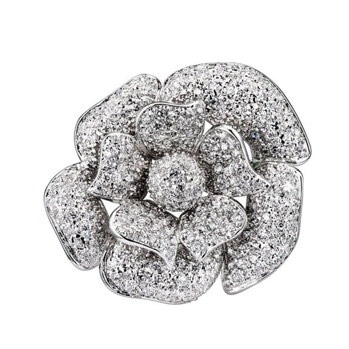 Large Flower Rhodium Pin by Seshma in Suits - Season 5 Episode 2