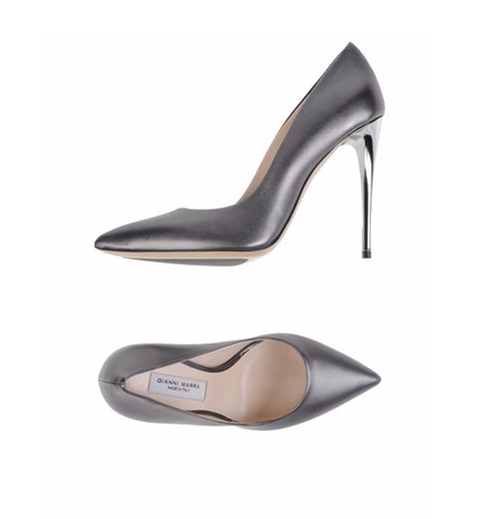 Soft Leather Pumps by Gianni Marra in Suits - Season 5 Episode 10