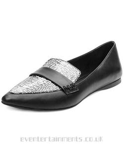 Erosion Flat Shoes by Steve Madden in Pretty Little Liars